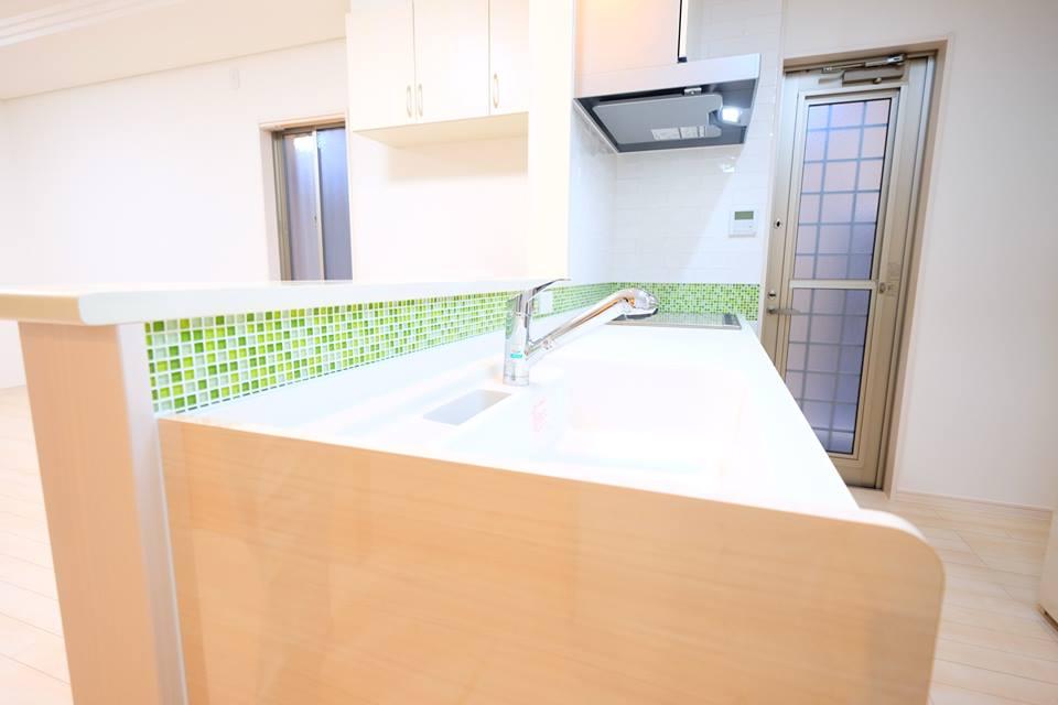 内装タイル貼り!キッチン&洗面所