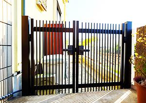 お庭入口に門を取付!